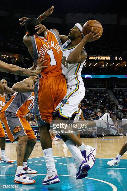 Morris Peterson of the New Orleans Hornets makes a shot over Amare Stoudemire of the Phoenix Suns at the New Orleans Arena December 15 2007 in New...