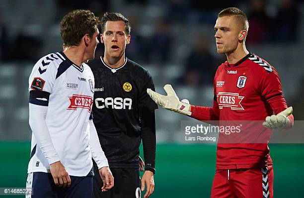 Morten Duncan Rasmussen in discussion with Goalkeeper Aleksandar Jovanovic of AGF Aarhus during the Danish Alka Superliga match between AGF Aarhus...