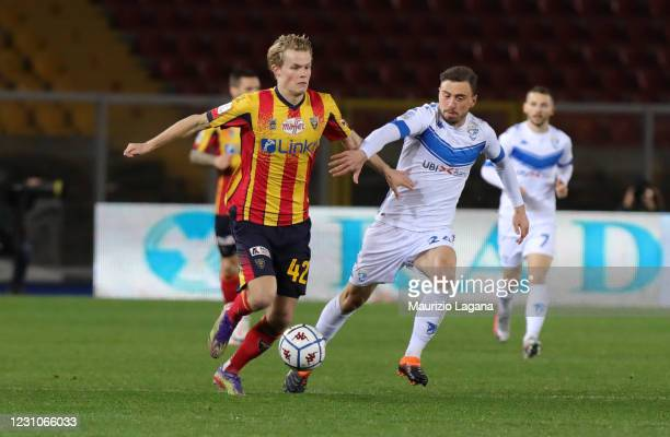 Morten Hjulmand of Lecce competes for the ball with Filip Jagiello of Brescia during the Serie B match between US Lecce and Brescia Calcio at Stadio...