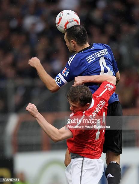 Morten Rasmussen von Mainz in aktion mit Heiko Westermann von Hamburg waehrend des Bundesligaspiels zwischen FSV Mainz 05 und Hamburger SV im Stadion...