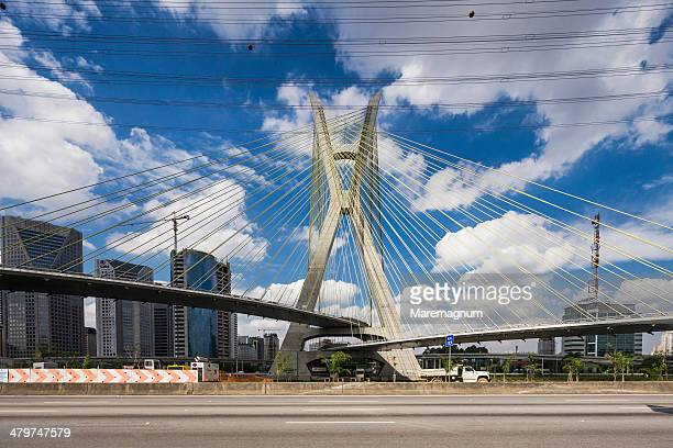 morumbi district, octavio frias de oliveira bridge - サンパウロ ストックフォトと画像