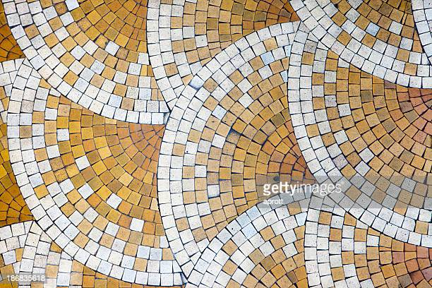 Mosaico di tegole in old house