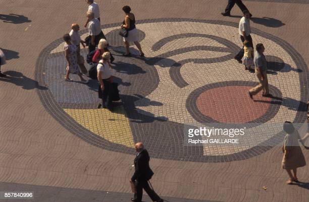 Mosaique inspiree de Joan Miro sur les ramblas en juin 1992 a Barcelone Espagne