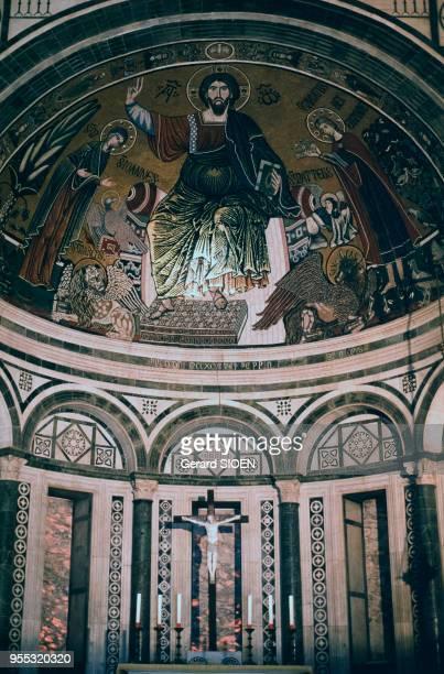 Mosaïque du Christ pantocrator de l'abside de la basilique San Miniato al Monte à Florence, en avril 1995, Italie.