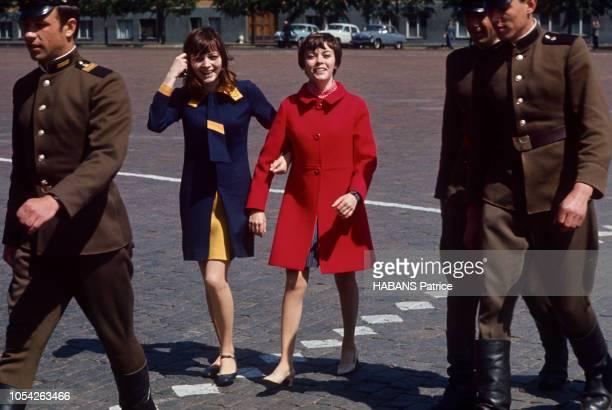 Moscou Urss mai 1967 La chanteuse française Mireille MATHIEU se produit au théâtre de l'Estrade à deux pas du Kremlin dans le cadre de la tournée des...