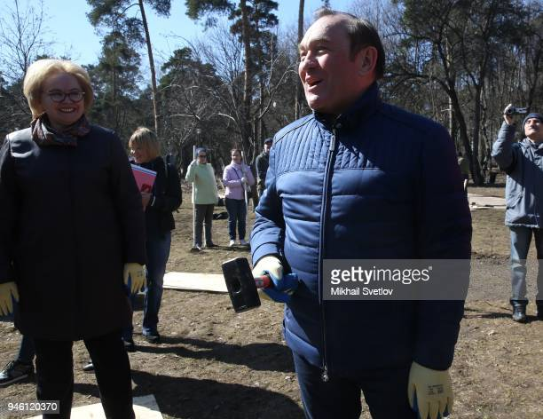 Moscow Deputy Mayor Pyotr Biryukov talks to muscovists during the subbotnik at Sosenki park in Moscow Russia April 2018 Moscow government called...