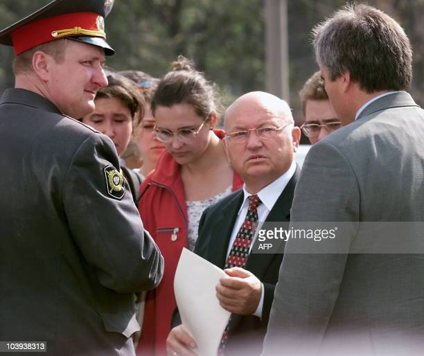 Moscow Mayor Yuri Luzhkov talks 09 September 1999 in Moscow with local municipal officials about the consequences of a huge explosion in a Moscow...