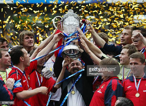 Moscow players celebrate with the trophy after defeating Khimki in the Russian Cup final match at Lokomotiv stadium in Moscow May 29 2005 UEFA Cup...