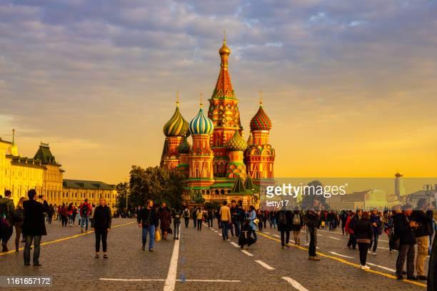 モスクワロシアセントバジル大聖堂の夕日人々ストック写真 - モスクワ ストックフォトと画像