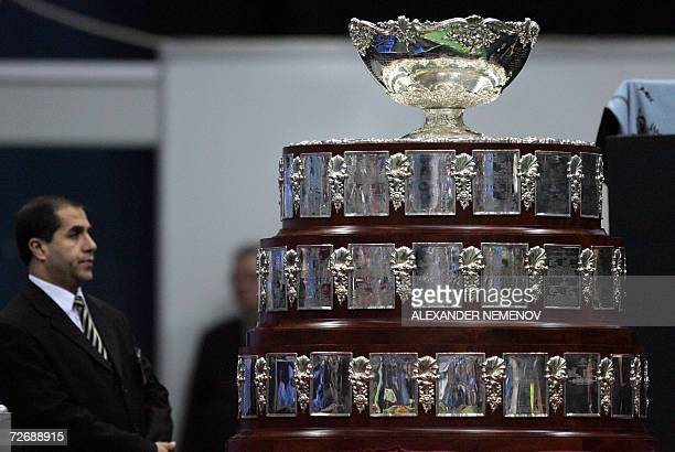 Moscow, RUSSIAN FEDERATION: A Security officer guards the Davis Cup trophy during the final match of the tournament in Moscow, 01 December 2006....