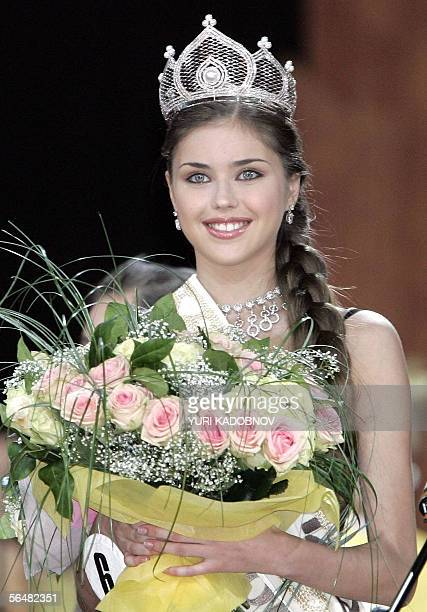A winner of all Russia contest Miss Russia 2005 Alexandra Ivanovskaya holds flowers during the award ceremony in Moscow 22 Decenber 2005 AFP PHOTO /...