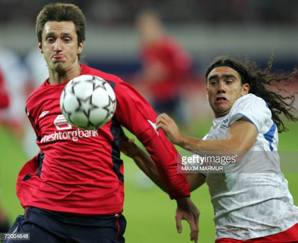 Moscow, RUSSIAN FEDERATION: Deividas Semberas of Russian CSKA vies with Juan Pablo Sorin of German Hambourg during their UEFA Champions League group...