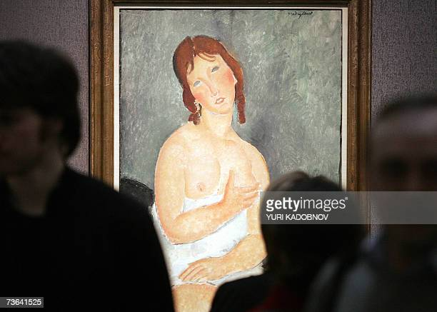 Picture taken 19 March 2007 shows visitors as they look at paintings during the press viewing of 'Meeting Modigliani' exhibition at the Pushkin State...