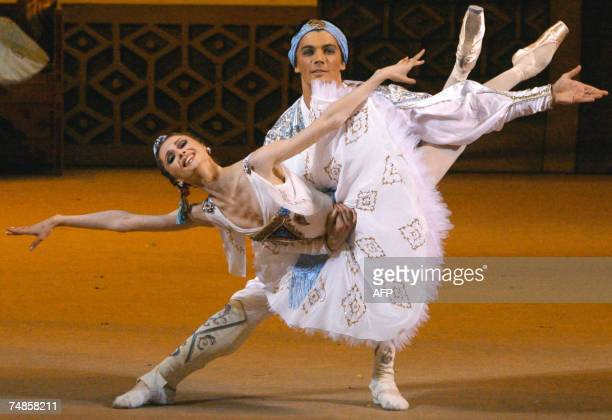 Russian dancers Svetlana Zakharova and Artyoim Shpilevsky perform 19 June 2007 in a dress rehearsal of the ballet 'Le Corsaire' by composer Adolphe...