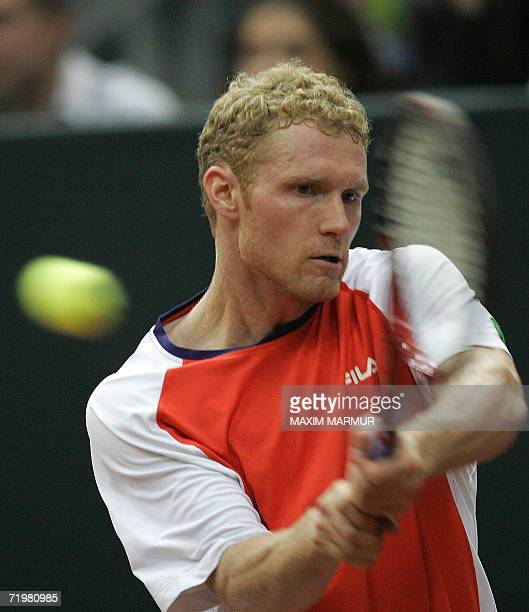 Moscow, RUSSIAN FEDERATION: Russia's Dmitry Tursunov returns a ball to Andy Roddick of the US during their semi-final of Davis Cup tennis tournament...