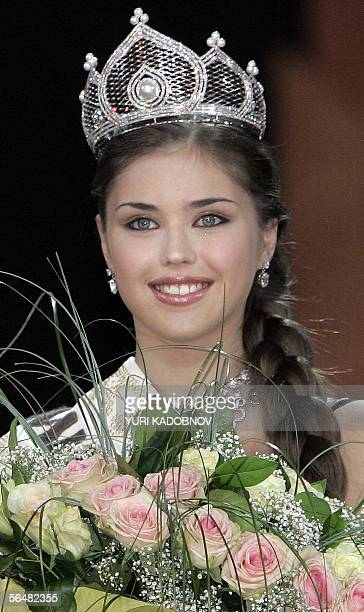 Winner of all Russia contest Miss Russia 2005 Alexandra Ivanovskaya smiles during the award ceremony in Moscow 22 Decenber 2005 AFP PHOTO / YURI...
