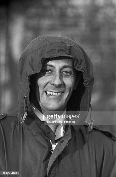 Moscow Winter A Moscou le 16 Novembre 1959 reportage sur la ville portrait de Jean ROCHEFORT comédien français coiffé d'une capuche de parka souriant