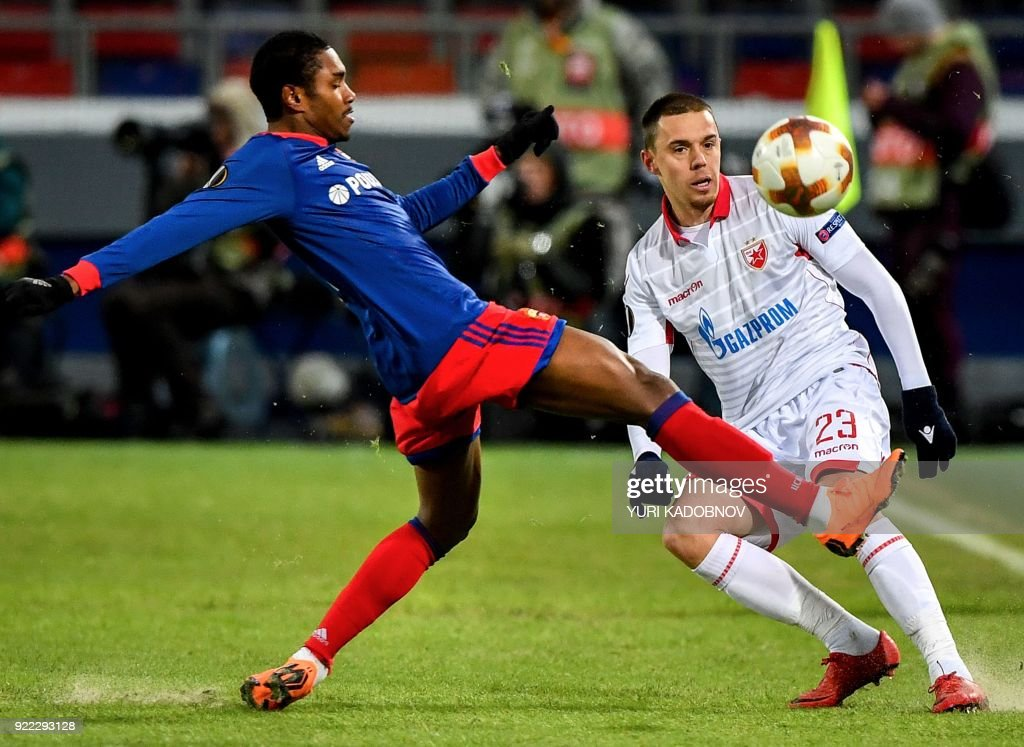 Moscow's Brazilian midfielder Vitinho (L) vies with Crvena Zvezda Beograd's defender from Serbia Milan Rodic during the Europa League Round of 32 second leg football match between CSKA Moscow and Crvena Zvezda Beograde in Moscow on February 21, 2018. / AFP PHOTO / Yuri KADOBNOV
