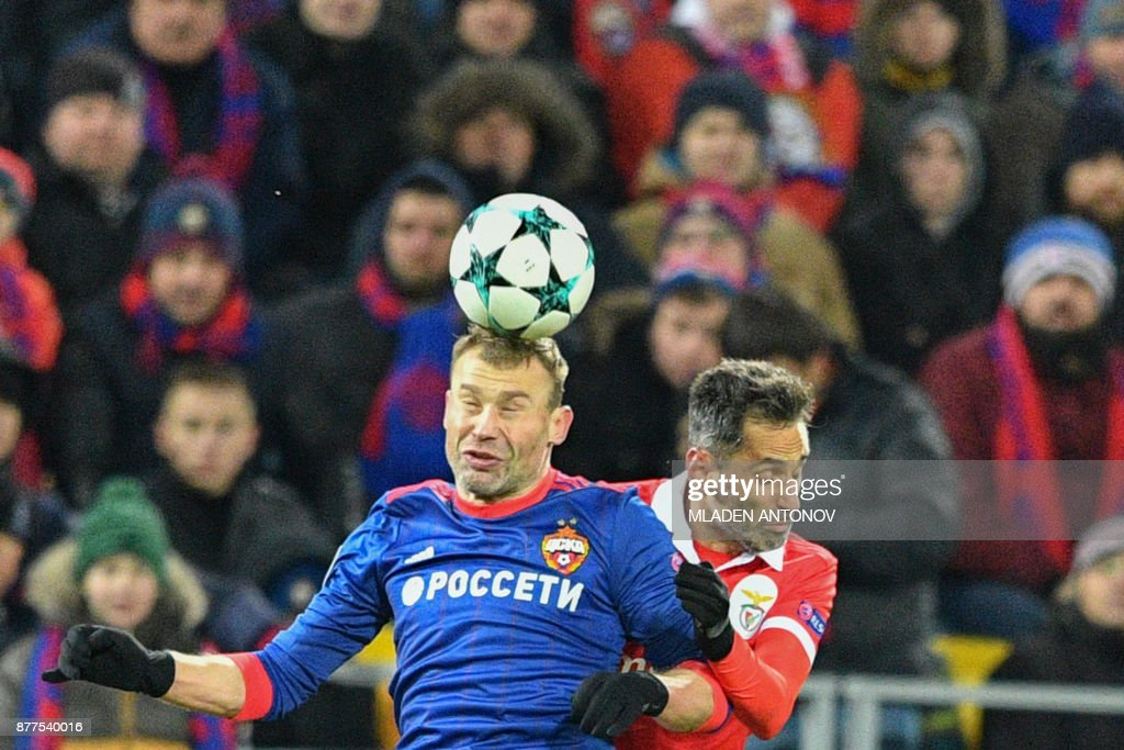 Moscow's defender from Russia Vasily Berezutskiy (L) and Benfica's forward from Brazil Jonas vie for the ball during the UEFA Champions League Group A football match between PFC CSKA Moscow and SL Benfica at the VEB Arena stadium in Moscow on November 22, 2017. / AFP PHOTO / Mladen ANTONOV
