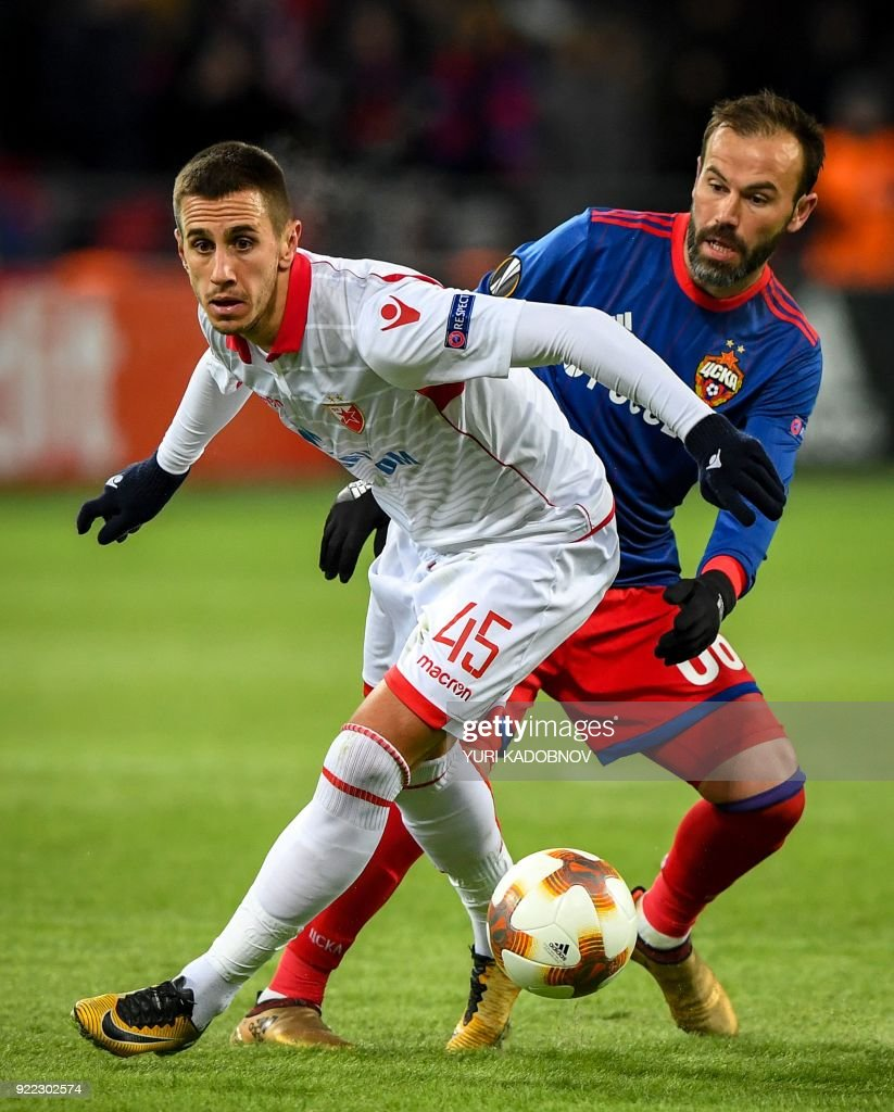Moscow's Israeli midfielder Bibras Natcho (R) vies with Red Star Belgrade's Serbian forward Aleksandar Pesic during the UEFA Europa League round of 32 second-leg football match between CSKA Moscow and Red Star Belgrade (Crvena Zvezda Belgrade) in Moscow on February 21, 2018. / AFP PHOTO / Yuri KADOBNOV