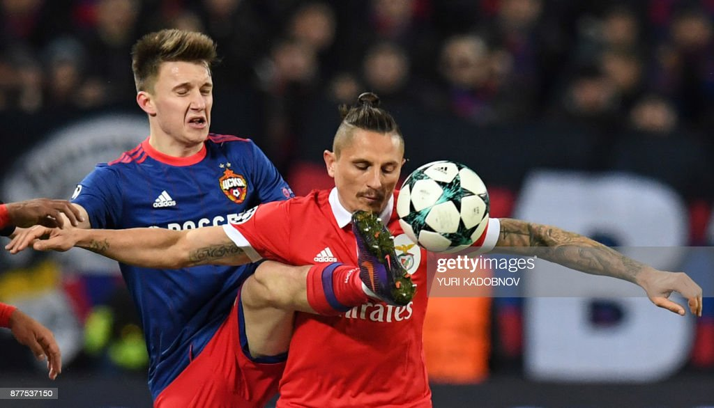 Moscow's midfielder from Russia Aleksandr Golovin (L) and Benfica's midfielder from Serbia Ljubomir Fejsa vie for the ball during the UEFA Champions League Group A football match between PFC CSKA Moscow and SL Benfica at the VEB Arena stadium in Moscow on November 22, 2017. / AFP PHOTO / Yuri KADOBNOV