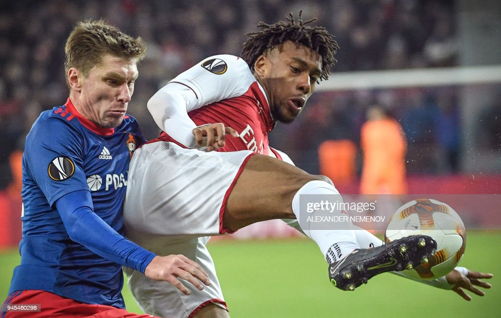 Moscow's Russian defender Kirill Nababkin (L) vies with Arsenal's Nigerian striker Alex Iwobi during the UEFA Europa League second leg quarter-final football match between CSKA Moscow and Arsenal at VEB Arena stadium in Moscow on April 12, 2018. / AFP PHOTO / Alexander NEMENOV