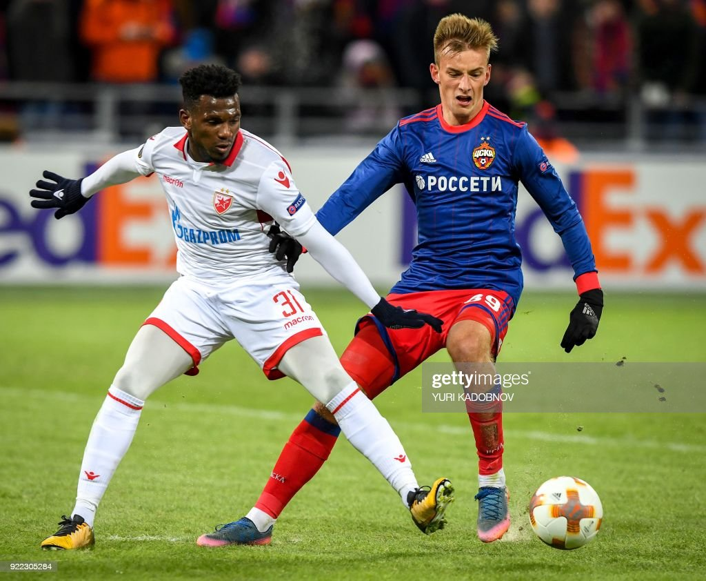 Moscow's Russian midfielder Konstantin Kuchayev (R) vies with Red Star Belgrade's midfielder Ben Nabouhane during the UEFA Europa League round of 32 second-leg football match between CSKA Moscow and Red Star Belgrade (Crvena Zvezda Belgrade) in Moscow on February 21, 2018. / AFP PHOTO / Yuri KADOBNOV