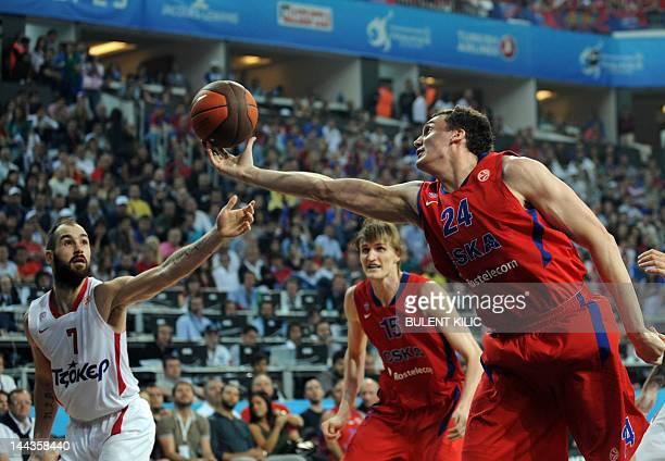 Moscow's Sasha Kaun vies with Olympiacos Piraeus' Vassilis Spanoulis during the Euroleague Final four basketball final match CSKA Moscow vs...
