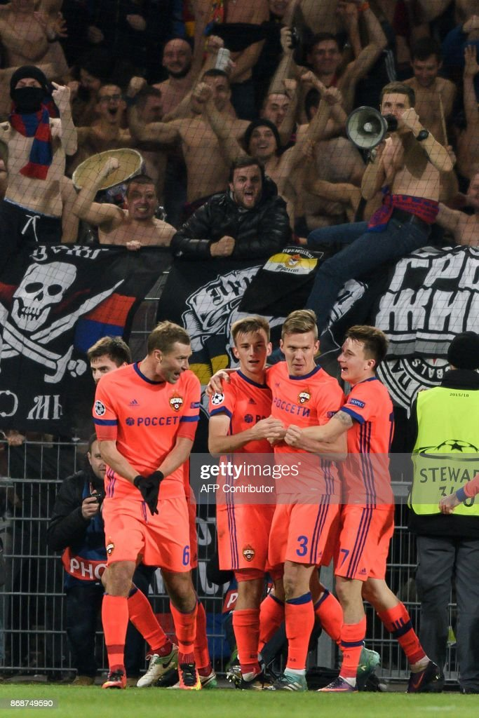 Moscow's Swedish midfielder Pontus Wernbloom (2nd R) celebrates with teammates after scoring a goal during the UEFA Champions League Group A football match between FC Basel and CSKA Moscow at Saint Jakob-Park Stadium on October 31, 2017 in Basel. / AFP PHOTO / Fabrice COFFRINI