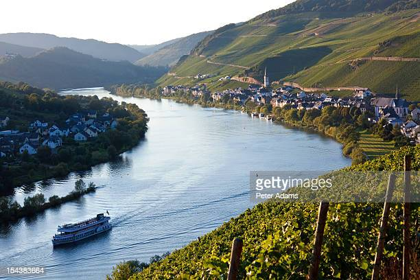 mosel river, rhineland-palatinate, germany - peter adams stock pictures, royalty-free photos & images