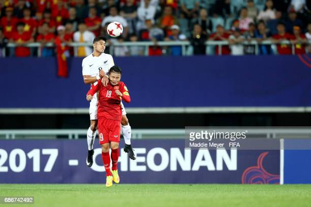 Moses Dyer of New Zealand wins the ball over Quang Hai Nguyen of Vietnam during the FIFA U20 World Cup Korea Republic 2017 group E match between...