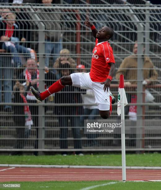 Moses Lamidi of Oberhausen celebrates scoring the first goal during the Second Bundesliga match between RW Oberhausen and VfL Bochum at the...