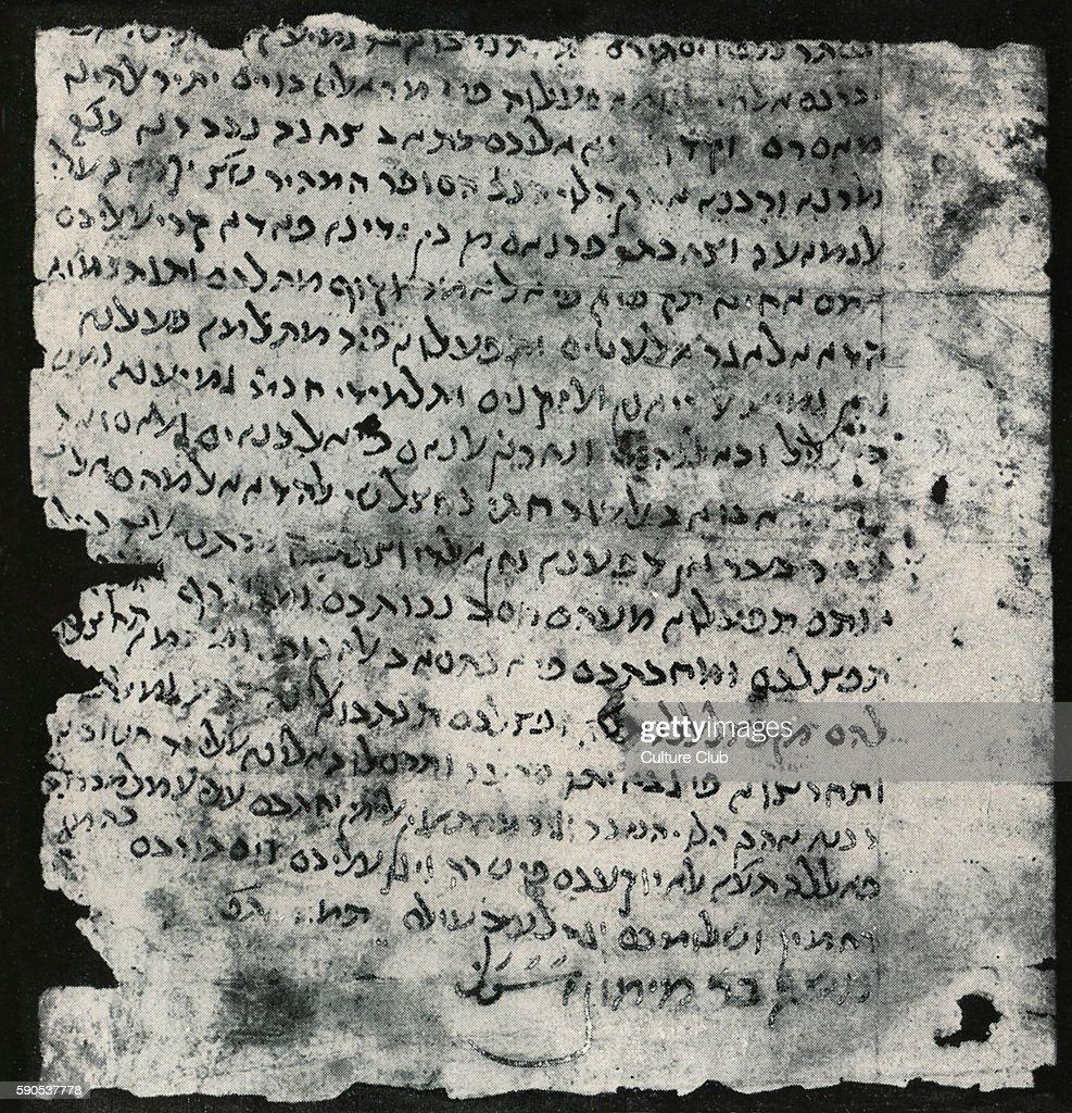 Moses Maimonides handwritten letter  c : News Photo