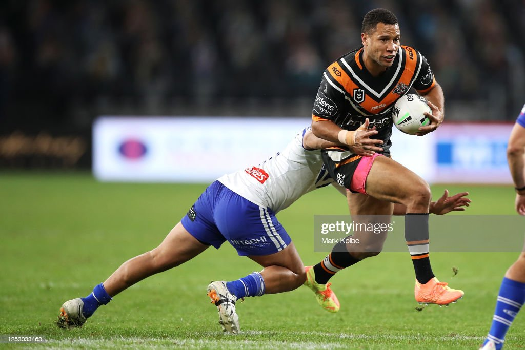 NRL Rd 7 - Bulldogs v Tigers : News Photo