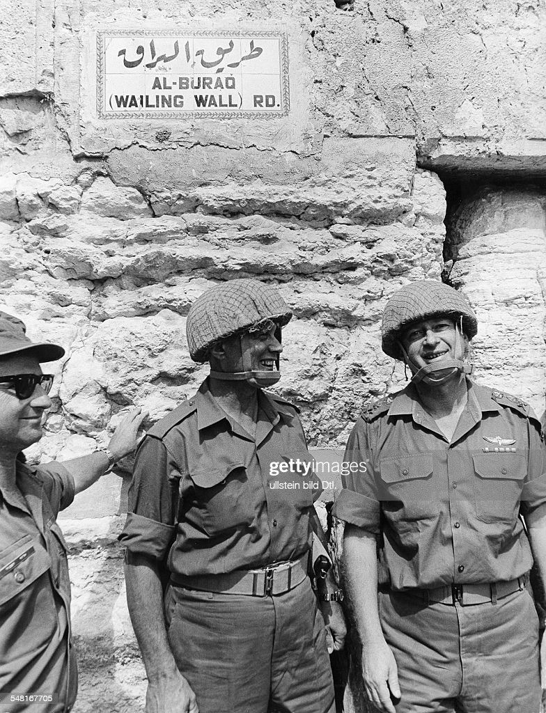 Moshe Dayan*20.05.1915-16.10.1981+Officer, politician, IsraelMinister of Defense 1967-1974Moshe Dayan (m) as commandeur in the 1967 Arab-Israeli War(in the old town of Jerusalem)- 1967 : News Photo