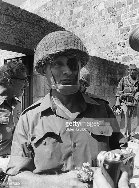 Moshe Dayan*Officer politician IsraelMinister of Defense 19671974Portrait during the 1967 ArabIsraeli War 1967
