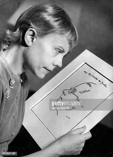 Mosheim Grete Actress Germany*with a portrait study of Max Reinhardt Photographer Charlotte Willott 1952Vintage property of ullstein bild