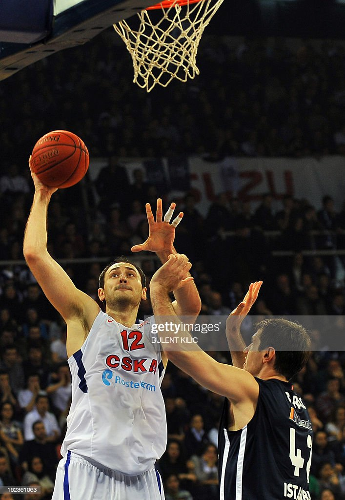 Moskow's Nenad Krstic (L) vies with Anadolu Efes' Stanko Barac (R) and Kerem Gonlum (L) during an Euroleague basketball match between Anadolu Efes and CSKA Moscow on February 22, 2013 at Abdi Ipekci Arena in Istanbul.