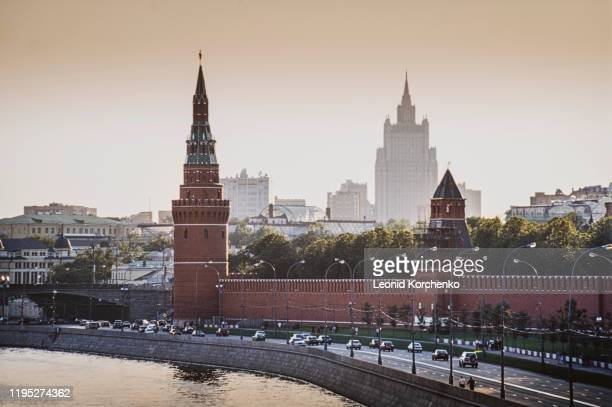 moskva river embankment, kremlin and mid tower - moscow skyline stock pictures, royalty-free photos & images