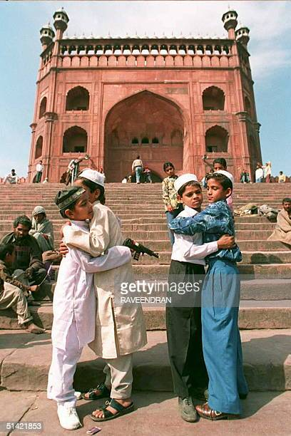 Moslem children embrace each other in front of Jama Masjid India's largest mosque 03 March in New Delhi to celebrate the moslem festival of Eid...