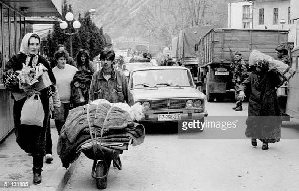 Moslem refugees evacuate this eastern Bosnian town on the border with Serbia 16 April 1992 after heavy fighting between Serb and Moslem forces broke...