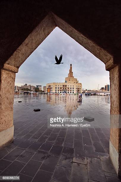 mosque and buildings at town square seen from walkway - doha stockfoto's en -beelden