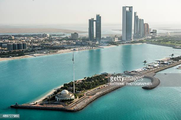 mosque and coastline in abu dhabi - abu dhabi stock pictures, royalty-free photos & images