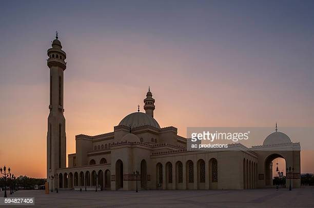 mosque and tower under sunset sky, manama, bahrain - bahrain stock pictures, royalty-free photos & images