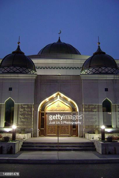 mosque entrance - ディアボーン ストックフォトと画像