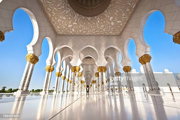 mosque in abu dhabi with white pillars - abu dhabi stock pictures, royalty-free photos & images