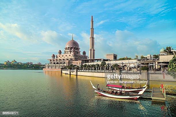 mosque in putrajaya against cloudy sky - putrajaya stock pictures, royalty-free photos & images