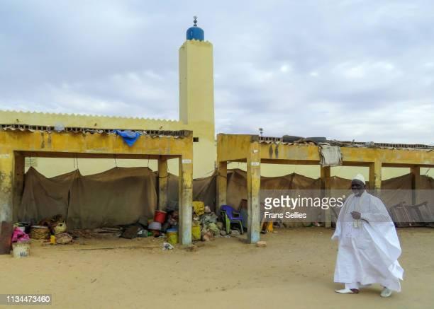 mosque in saint-louis, senegal - frans sellies stockfoto's en -beelden