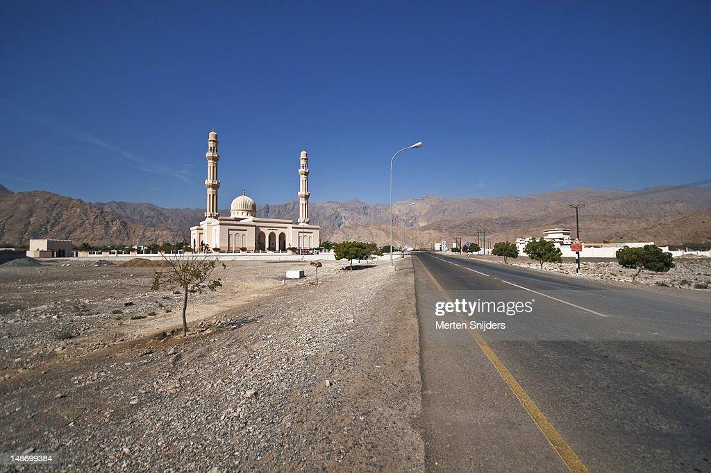 Mosque next to highway. : Stockfoto
