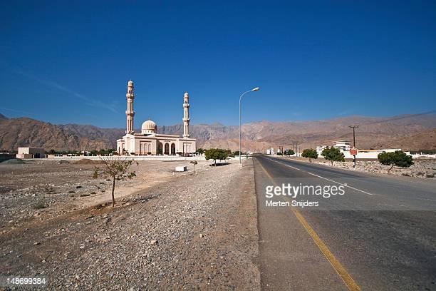 mosque next to highway. - merten snijders ストックフォトと画像